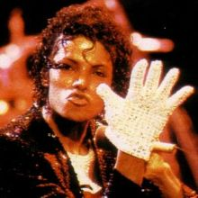 """A Free White Sequined Glove Is Going To Be Shipped With Every Copy Of The Wii Version Of """"Michael Jackson - The Experience"""""""